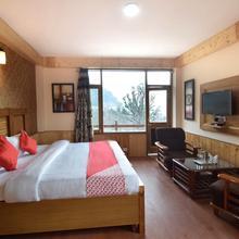 OYO 12275 Crown Hospitality in Manali