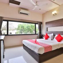 Oyo 1271 Hotel Raajpath in Vadodara