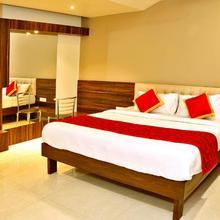 Oyo 12844 Sri Sai Suites in Kolhapur