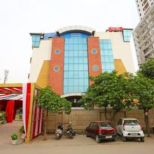 Oyo 1299 Hotel Mukut Regency in Ghaziabad