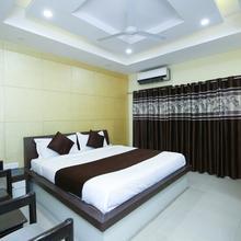OYO 13063 Hotel Rahul in Madan Mahal