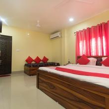 Oyo 13454 Dhaka Lodge in Baghdogra