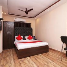 OYO 13579 Hotel Royal Crowne in Titagarh