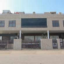 OYO 1358 Hotel Crossroad in Mohanlalganj
