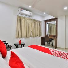 Oyo 1370 Hotel Akash in Surat