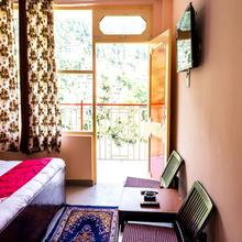 OYO 13829 Home Cozy Hill View Plaza Mcload Ganj in Dharamshala