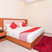 OYO 13864 The Royal Stay in Dadri
