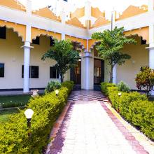 Oyo 13893 Stay Simple Brindavan Resort in Pandavapura