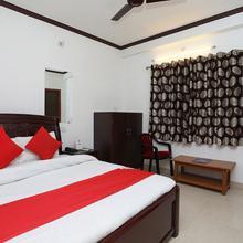 OYO 15027 Hotel Lotus International in Kadipur