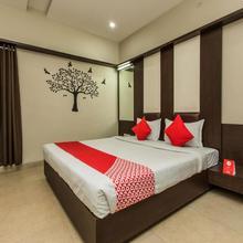 Oyo 1535 Hotel Bee Town in Sinhasa