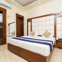 Oyo 15408 Home Feeling Accomdation in Greater Noida