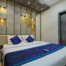Oyo 15442 Mahalakshmi Suites in Palayam