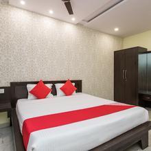 OYO 15580 Hotel Lavish in Mhow