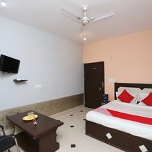 OYO 15658 Maheshwaram Guesthouse in Vrindavan