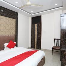 Oyo 15771 4 Season Hotel in Kharkhauda