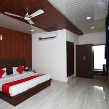 Oyo 15839 Hotel Queen Palace in Mathura