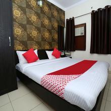 Oyo 15933 Hotel V Square in Gwalior