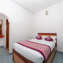 Oyo 16645 Hotel Grand Palace in Naduvattam