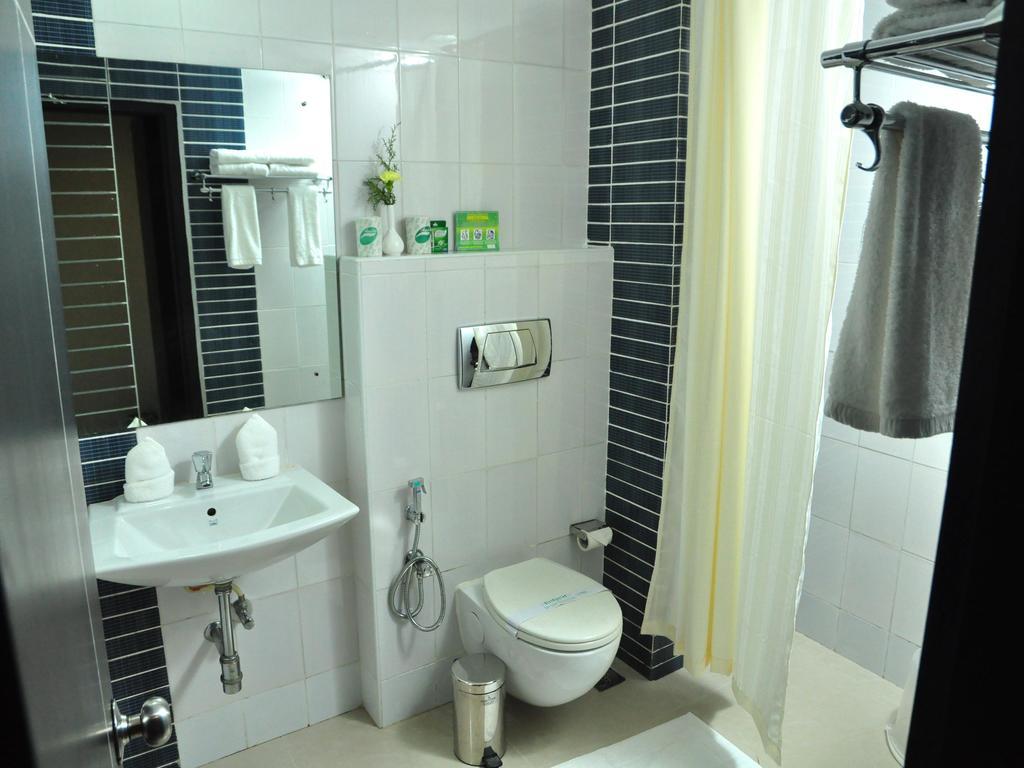 OYO 1698 Hotel Park Residency Ramanattukara in Kakkayam