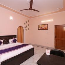 OYO 17166 Ann's Cottage in Dhauj