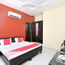 Oyo 18805 Rajmahal Motel in Goraya