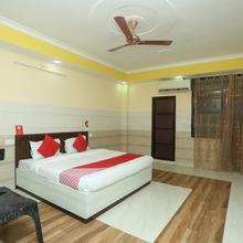 Oyo 18817 Hotel Skyzone Vrindavan in Mathura