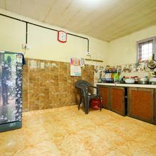 Oyo 19033 Home Puthooran's Holiday Inn in Udumbanshola