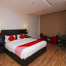 Capital O 19296 Joy Inn & Suites Deluxe in Bhiwadi