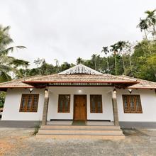OYO 19885 Home Traditional Villa 1br Nalukettu Homestay in Meenangadi
