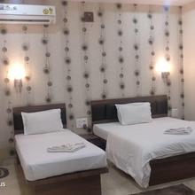 Oyo 19930 Hotel Holiday Palace in Nazira