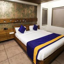 OYO 2047 Hotel Kanan in Gandhinagar
