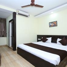 OYO 2155 Hotel Wardhman in Madan Mahal