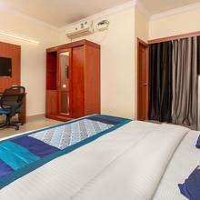 Oyo 22105 Hotel Half Moon Inn in Kandur