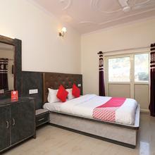 OYO 22359 Hotel Raj Palace in Dhanaulti