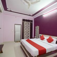 OYO 22399 Hotel Radhika & Restaurant in Dhanakya