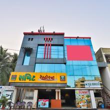 Oyo 22419 Hotel Summit in Surat