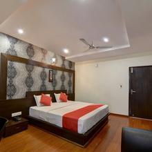 OYO 22861 Hotel Samanvi International Deluxe in Belluru