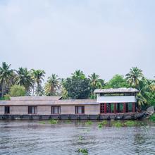 OYO 23048 Houseboat Sharing Ganga Deluxe Deluxe in Kottayam
