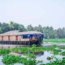 OYO 23103 Houseboat Ganga 5bhk Deluxe Deluxe in Kottayam