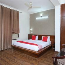 Oyo 23580 Hotel The Grand in Kasauli