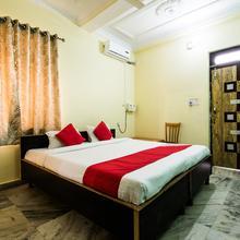 Oyo 24087 Viraj Hotel in Dumri