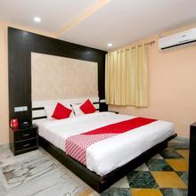 OYO 24339 Hotel Vega in Madan Mahal