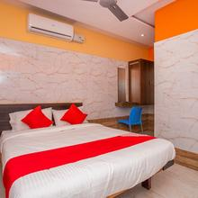 OYO 24374 Hotel Dwaraka in Golhalli