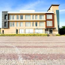 OYO 24462 Hotel Lrc Deluxe in Dera Bassi
