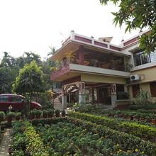 Oyo 24727 Rater Tara Diner Rabi Guest House in Sri Niketan