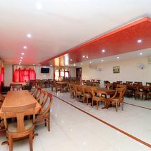 Oyo 24747 Hotel White Spott in Bhulath