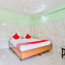 OYO 24833 Hotel Silver Deluxe in Pardi