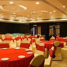 Oyo 2617 Hotel Samrat Heavens in Kharkhauda