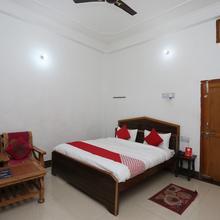 OYO 26852 Hanumant Palace in Ayodhya