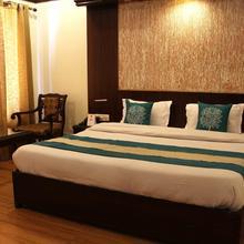 Oyo 3707 Hotel Naaz Deluxe in Dharda